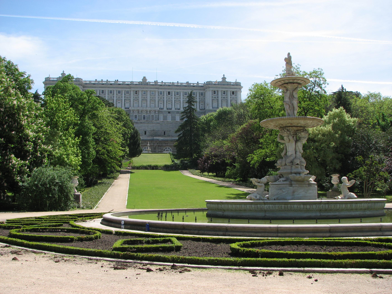 Los parques de madrid en oto o el campo del moro pepecar for Jardines de madrid