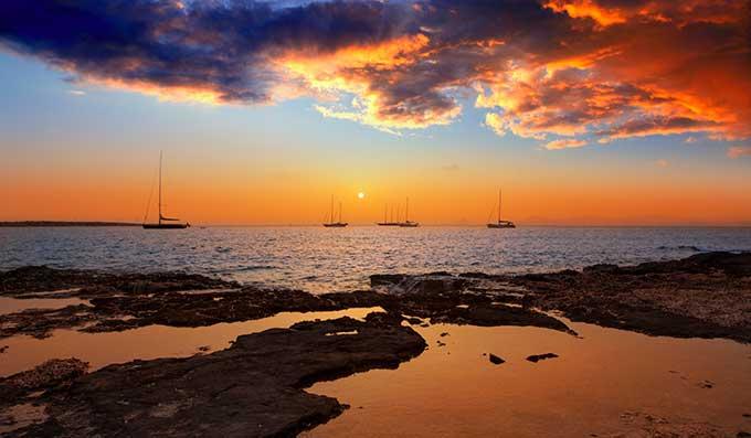 alquiler de coches pepecar Atardecer en Ibiza y Formentera