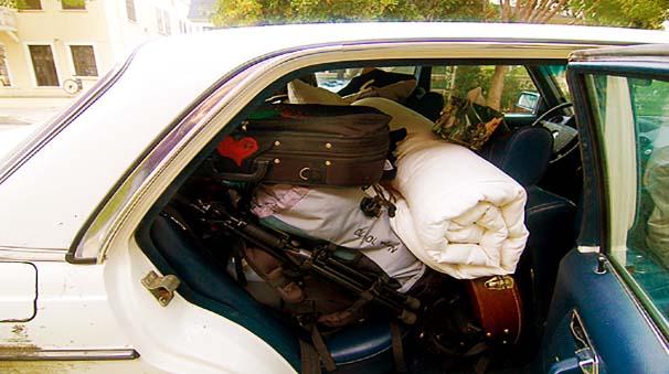 colocar equipaje en el coche
